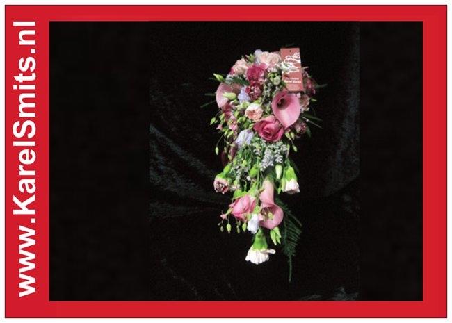 103 Bruidsboeket waterval roze calla anjer