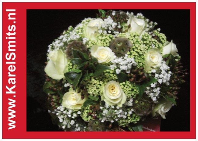 108 Bruidsboeket rondgebonden pioenroos wit