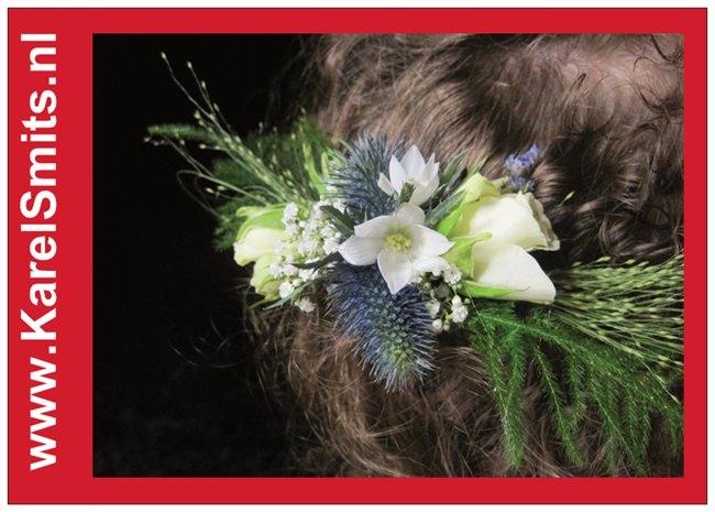 401 Haarcorsage wit Blauw Roosje Zuidewind